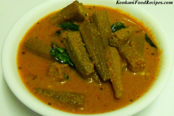 Lady's Finger In Coconut Sauce (Okra Curry, Benda Ghasi)