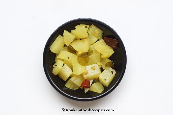 Kohlrabi Stir Fry Recipe (Navilkos Upakari)