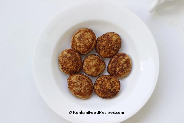Sweet Banana Puff Pancake Recipe (Banana Paniyaram) (Kele Godu Appo)