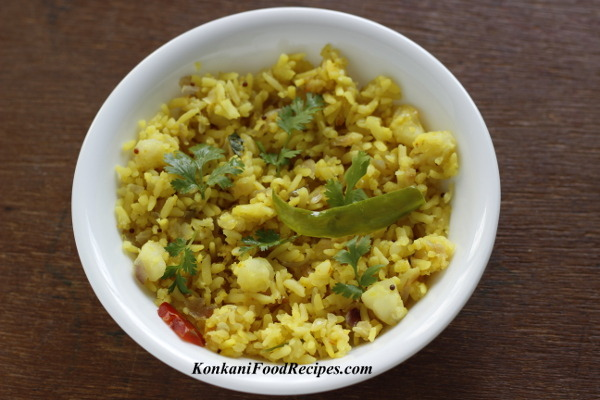 Rice flakes/ Beaten rice with Potatoes ( Batat Phovu, Potato Poha)